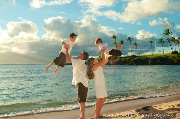 Maui family photographer in kapalua bay