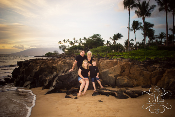photographer in maui at the grand wailea with family by mauiphotographybyjen.com