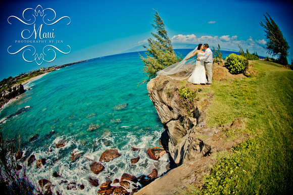 photographer in maui at wedding