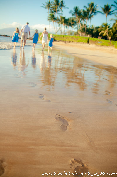 photography in maui with family and footprints