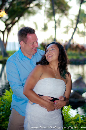 photographer in maui with couple at the grand wailea on honeymoon