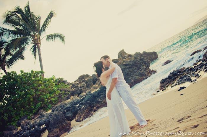maui photography honeymoon in makena at secret beach