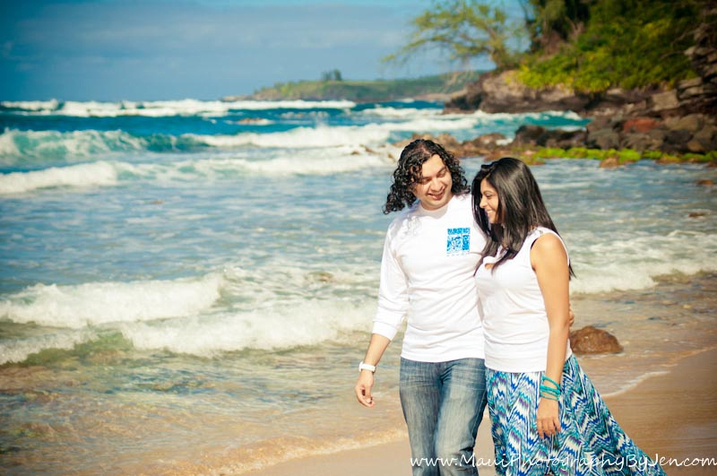 photographer in maui with couple on honeymoon
